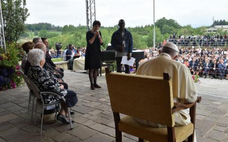 Tratia otázka pápežovi Františkovi v Loppiane